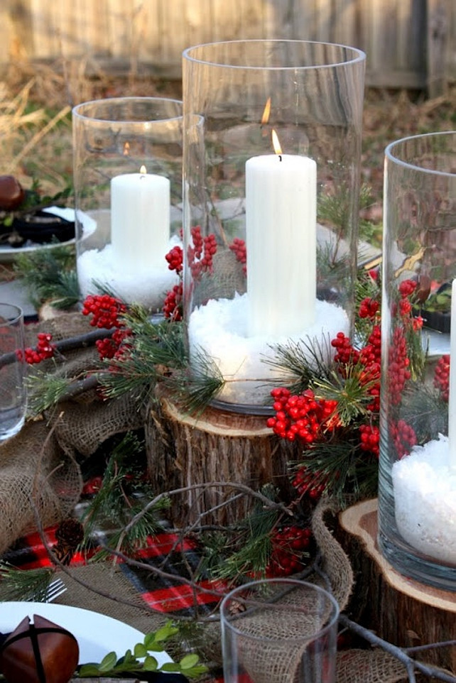 A Natural Christmas Tablescape. Natural Christmas Decor Ideas. Easy Christmas Decor Ideas. Via Sweet Something Designs.