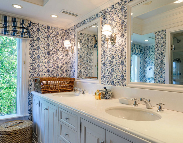 Bathroom. White bathroom with blue and white wallpaper. #Bathroom #Bluewhitedecor #Wallpaper