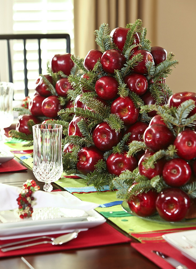 Christmas Centerpiece. Easy, Natural Christmas Centerpiece. #ChristmasCenterpiece Via At Home in Arkansas.