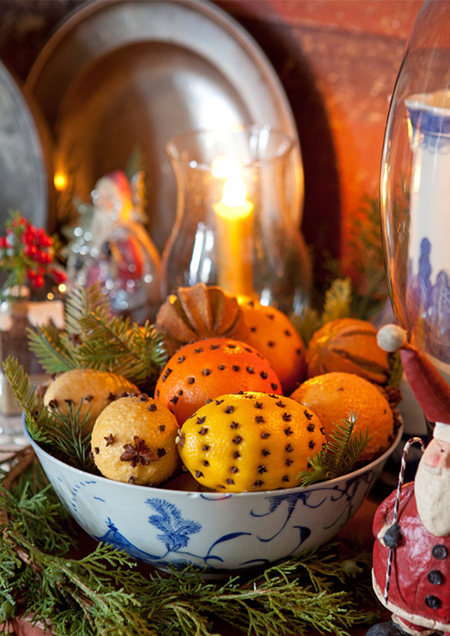 Christmas Decor. Easy Christmas Decor. #ChristmasDecor Via Victoria Magazine.
