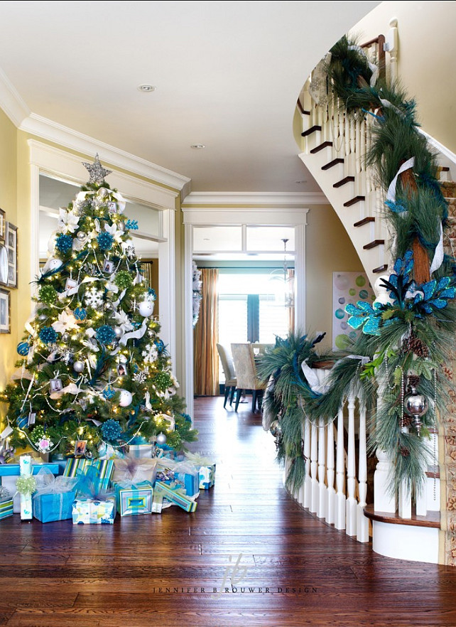 Christmas tree Ideas. #ChristmasTree #ChristmasTreeIdeas #ChristmasTreeDecor Jennifer Brouwer Design Inc.