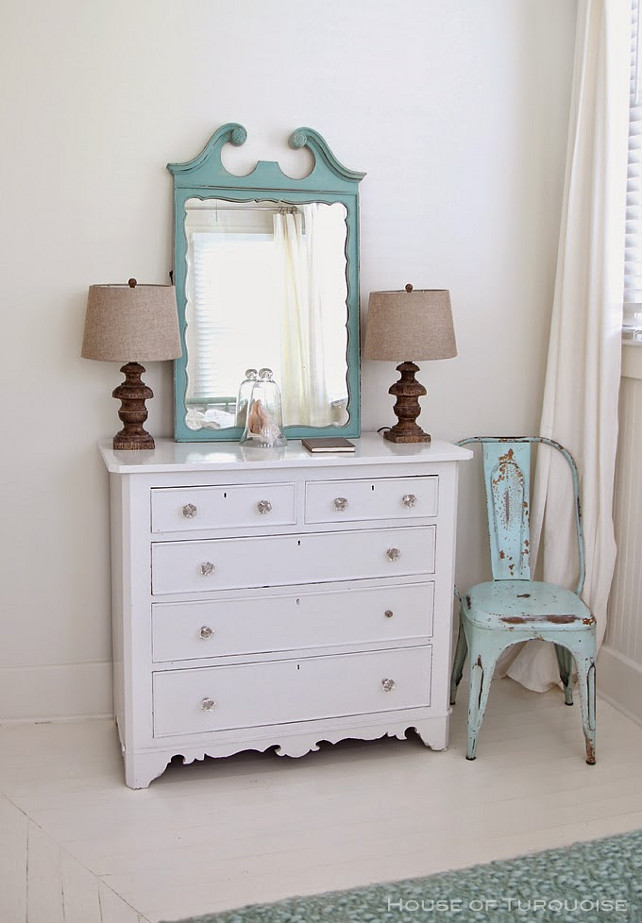 Coastal Decor Ideas. Shabby Chic Coastal Interiors. #CoastaDecor #CoastalShabbyChic Via House of Turquoise. Designed by Jane Coslick.
