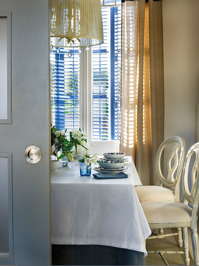 Dining Room Decor Ideas. Blue and White Dining Room Decor. #DiningRoom #BlueandWhiteDecor #BlueandWhiteInteriors
