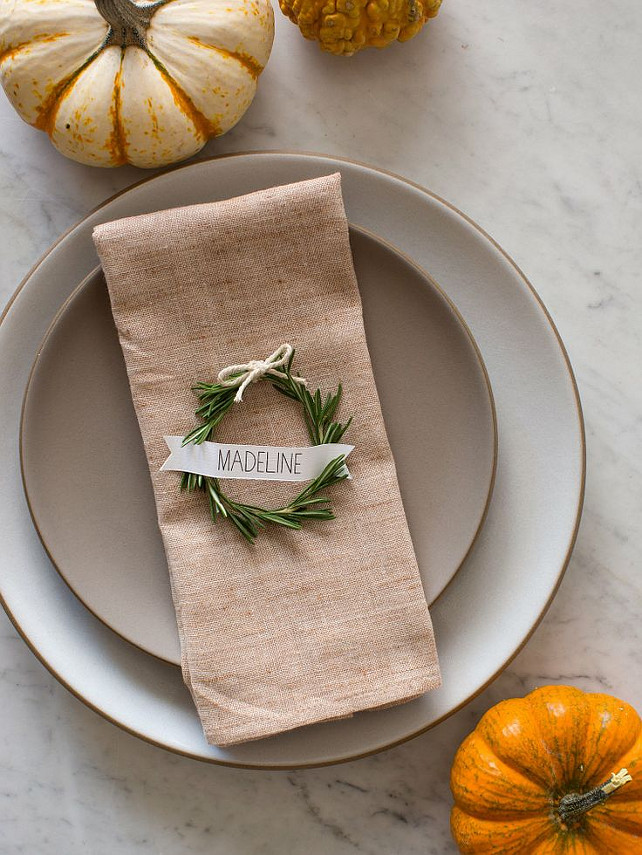 Easy Thanksgiving Decor Ideas. #EasyThanksgivingIdeas. Via The Kitchn.