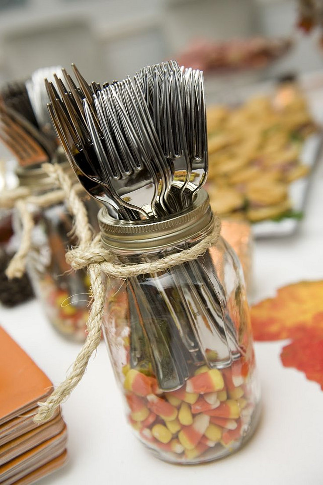 Easy Thanksgiving Decor.  Via Baby Mama Juice.