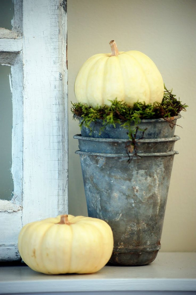 Easy Thanksgiving Mantel Ideas. Via Lambie-pie.