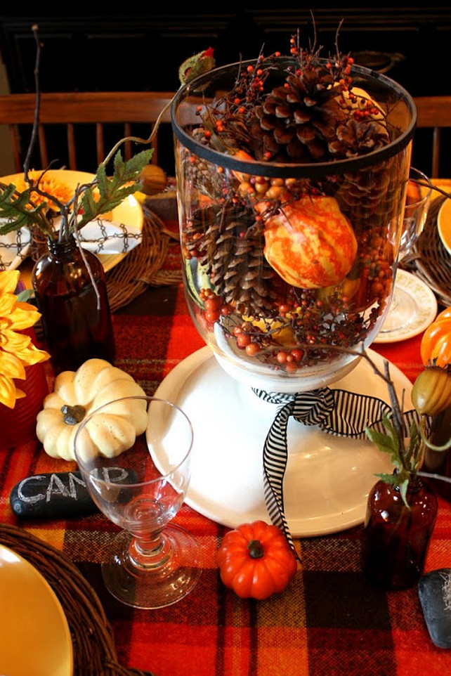 Easy Thanksgiving Table Centertpiece Ideas. #ThanksgivingDecor Via Sweet Something Design.