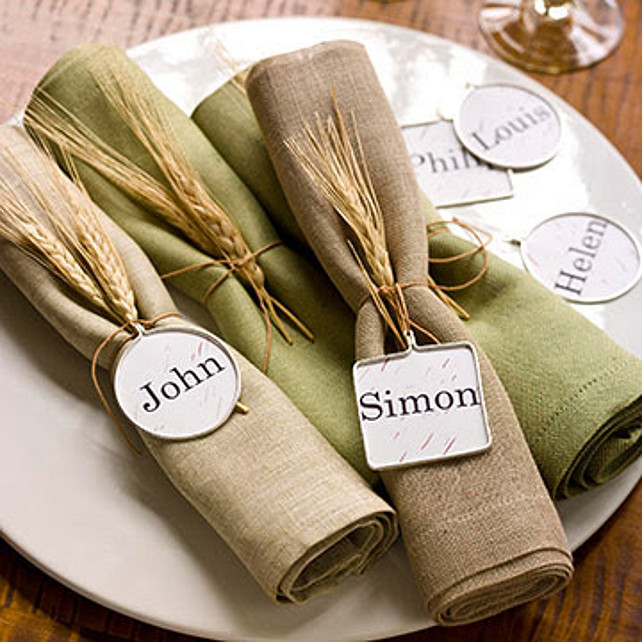 Easy Thanksgiving Table Decor Ideas. Via Party Resources.