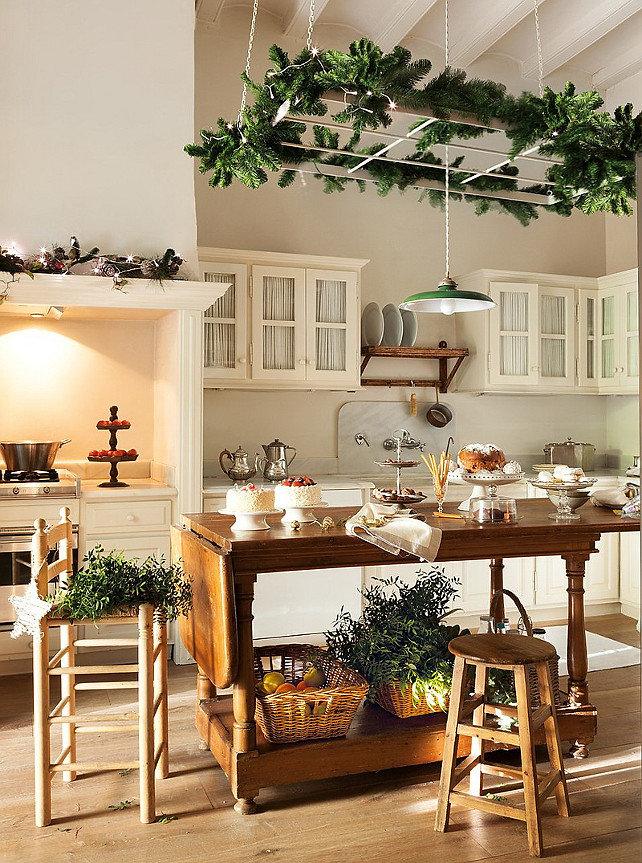 Kitchen Christmas Decor Ideas. #KitchenChristmasDecor ElMueble via Nicety.