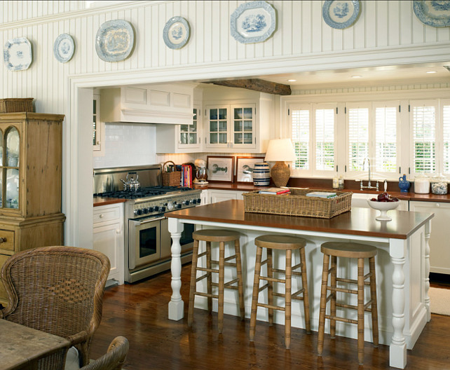 Kitchen. Coastal Kitchen. Classic Blue and white decor in coastal kitchen. #Kitchen #Blue&WhiteDecor #Coastal .