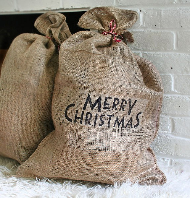 Merry Christmas Santa Hessian Sack. Via Pipii.