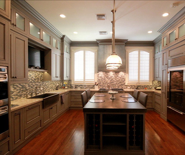 Transitional Kitchen Design. Great design ideas for transitional kitchens. #TransitionalKitchen #GreyKitchen