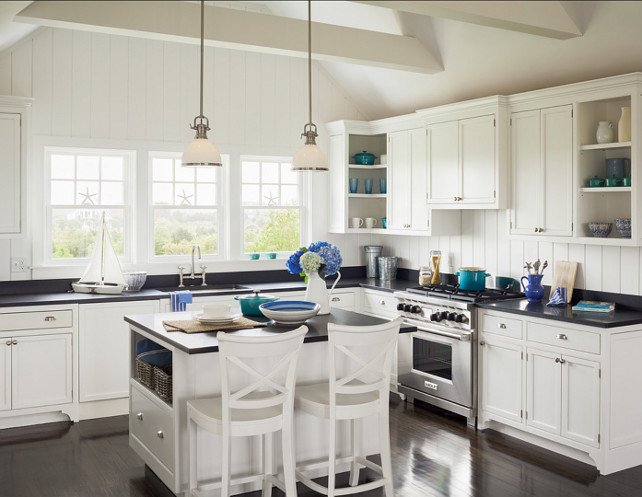 Sophie Metz Design. Kitchen. Coastal Kitchen. Coastal kitchen design with blue and white decor. #Kitchen #CoastalKitchen #CoastalDecor #Blue&WhiteDecor