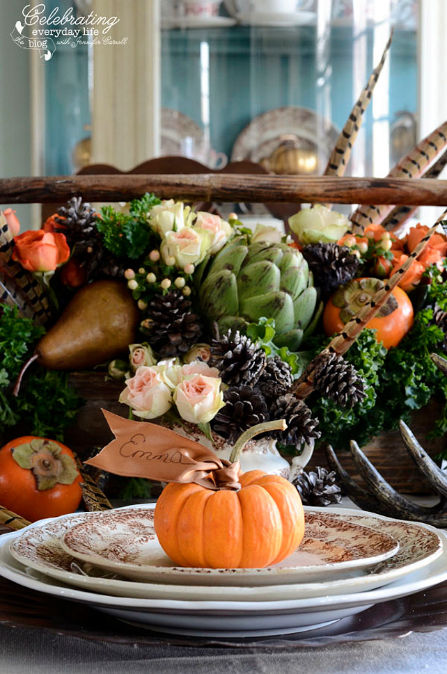 Thanksgiving Centerpiece Decor Ideas. Thanksgiving DIY. How to make your own Thanksgiving Centerpiece. Via Celebrating Everyday Life.