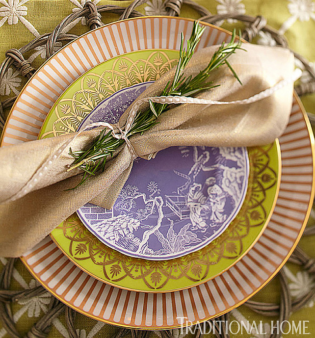 Thanksgiving Decorating Ideas. Thanksgiving Dinner Table Decor. #ThanksgivingIdeas #ThanksgivingDinnerDecor  Via Traditional Home.