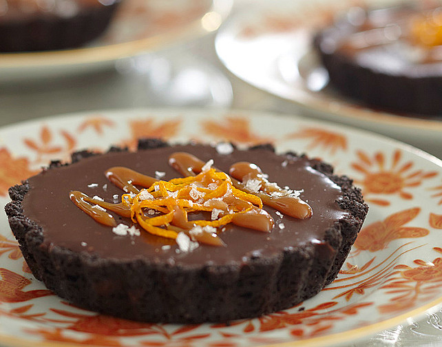 Thanksgiving Dessert Ideas. Thanksgiving Chocolate Ganache Tart. #Recipe #DessertRecipe #ChocolateRecipeIdeas Via Traditional Home.