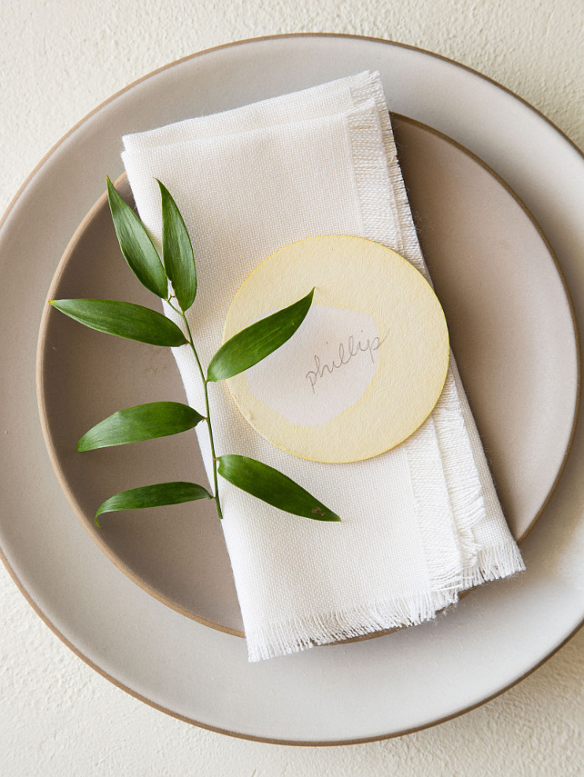 Thanksgiving Ideas. DIY Thanksgiving Place Card. Easy Thanksgiving DIY Projetcs. Dip Dye Placecards. Via Spoon Fork Bacon.