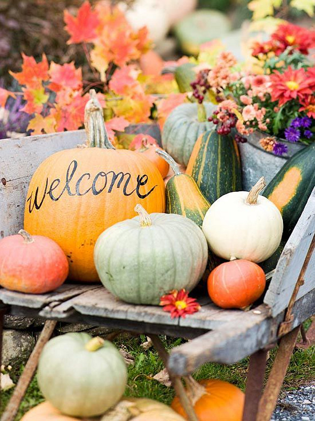Thanksgiving Outdoor Decor Ideas. Via The Sweetest Occasion.