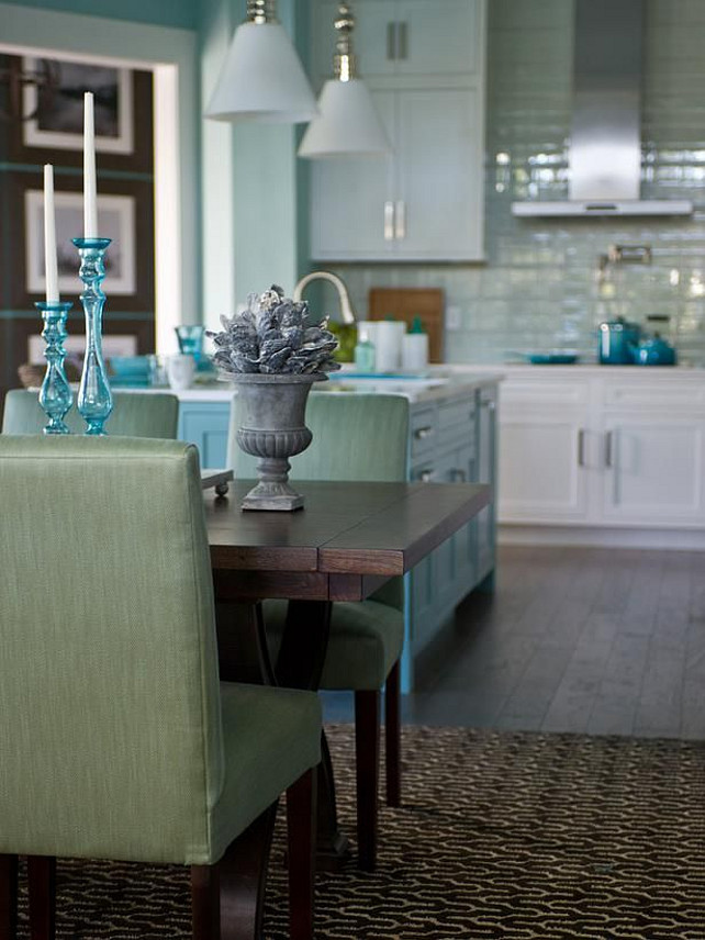 Turquoise Interiors. Beach house with turquoise interiors. #TurquoiseInteriors #TurquoiseDecor