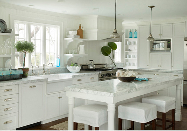 White Kitchen. White Kitchen Paint Color Benjamin Moore White Dove OC-17. #BenjaminMoore #WhiteDove #OC17